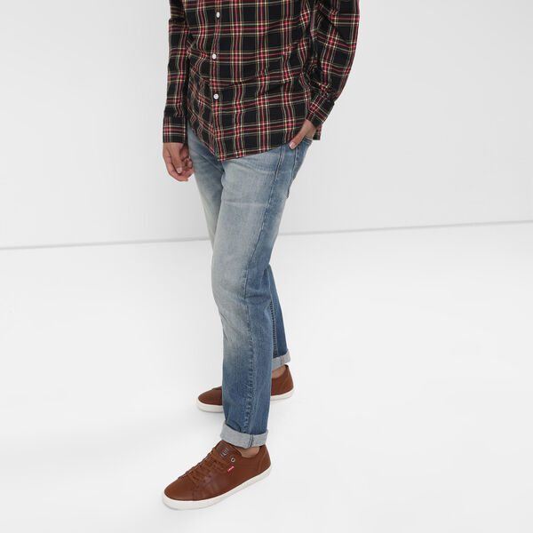 512™ Slim Tapered Fit Jeans