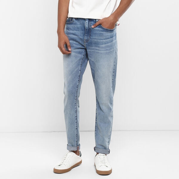 512™ Performance Selvedged Slim Tapered Jeans